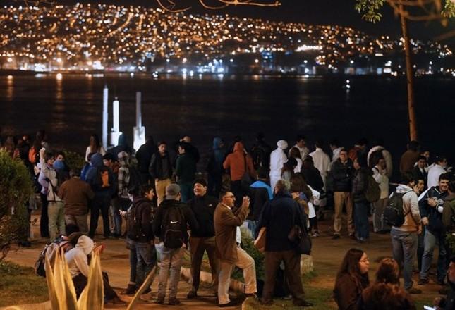 Toàn cảnh hàng nghìn người dân Chile sơ tán khỏi sóng thần trong đêm - anh 5