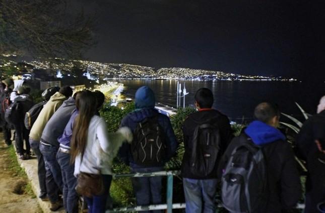 Toàn cảnh hàng nghìn người dân Chile sơ tán khỏi sóng thần trong đêm - anh 7