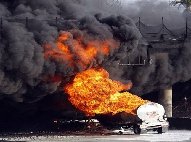 Nam Sudan: Nổ xe chở dầu, gần 200 người chết thảm - anh 1
