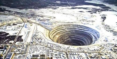 10 mỏ khoáng lộ thiên ấn tượng nhất thế giới nhìn từ trên cao - anh 9