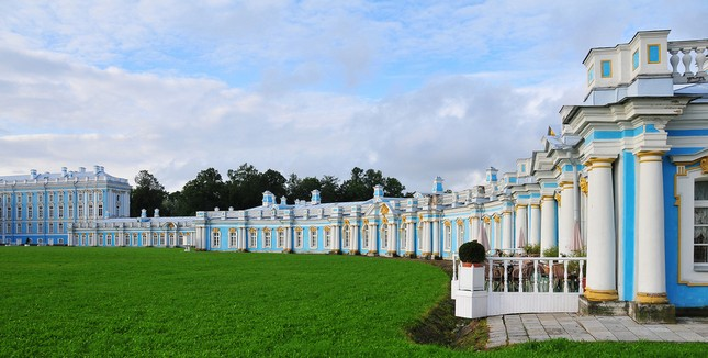Chiêm ngưỡng vẻ đẹp tuyệt vời của 16 tòa lâu đài tráng lệ trên thế giới - anh 2