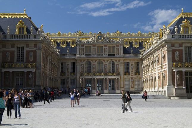 Chiêm ngưỡng vẻ đẹp tuyệt vời của 16 tòa lâu đài tráng lệ trên thế giới - anh 3