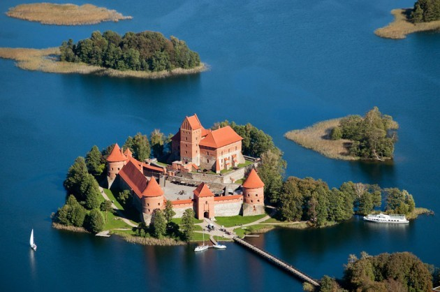 Chiêm ngưỡng vẻ đẹp tuyệt vời của 16 tòa lâu đài tráng lệ trên thế giới - anh 8