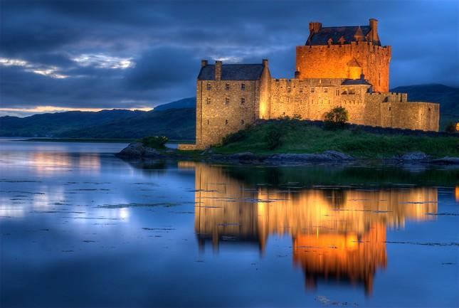 Chiêm ngưỡng vẻ đẹp tuyệt vời của 16 tòa lâu đài tráng lệ trên thế giới - anh 1