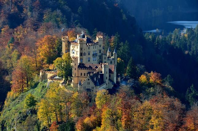 Chiêm ngưỡng vẻ đẹp tuyệt vời của 16 tòa lâu đài tráng lệ trên thế giới - anh 5