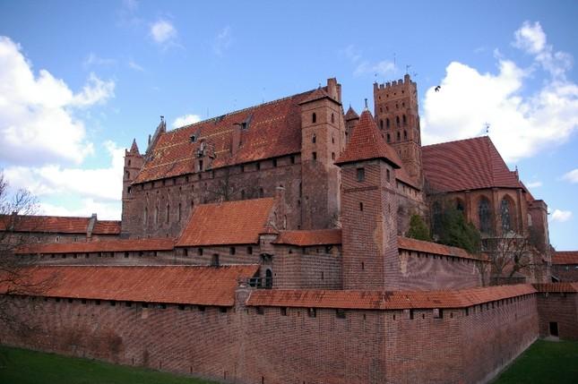 Chiêm ngưỡng vẻ đẹp tuyệt vời của 16 tòa lâu đài tráng lệ trên thế giới - anh 10