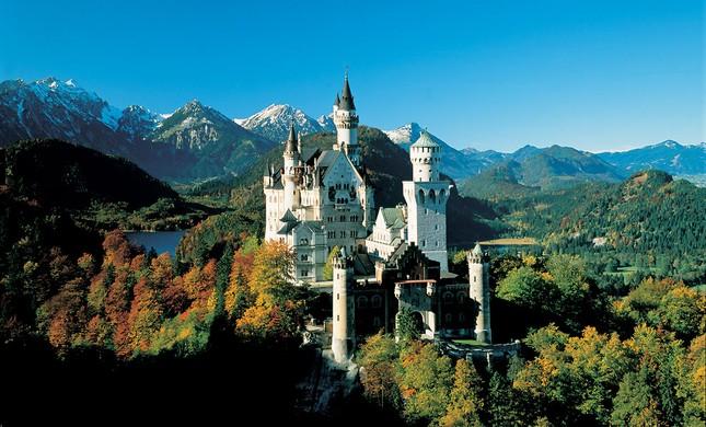 Chiêm ngưỡng vẻ đẹp tuyệt vời của 16 tòa lâu đài tráng lệ trên thế giới - anh 12