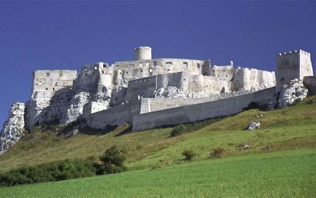 Chiêm ngưỡng vẻ đẹp tuyệt vời của 16 tòa lâu đài tráng lệ trên thế giới - anh 15