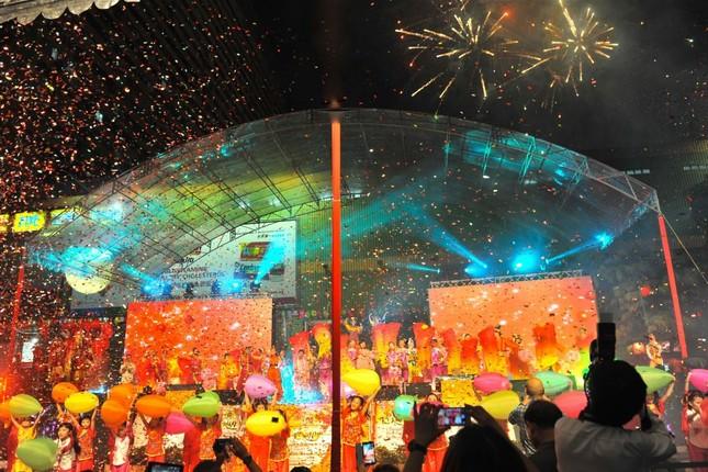 Châu Á rực rỡ sắc đèn trong đêm hội Trung thu - anh 4