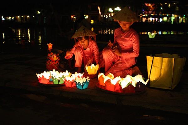 Châu Á rực rỡ sắc đèn trong đêm hội Trung thu - anh 1