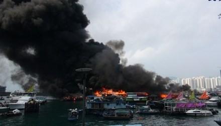 Hỏa hoạn kinh hoàng tại cảng Hong Kong, 10 tàu cháy rụi, 5 người bị thương - anh 5