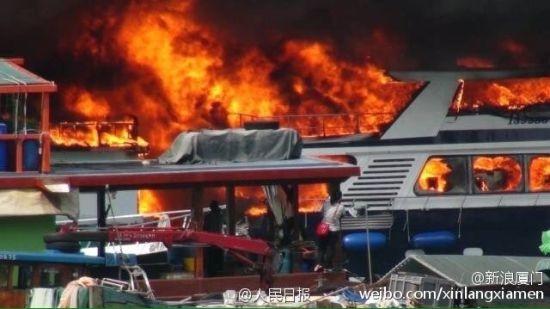 Hỏa hoạn kinh hoàng tại cảng Hong Kong, 10 tàu cháy rụi, 5 người bị thương - anh 2