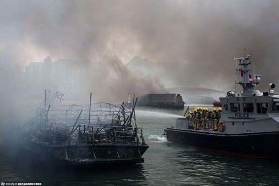 Hỏa hoạn kinh hoàng tại cảng Hong Kong, 10 tàu cháy rụi, 5 người bị thương - anh 3