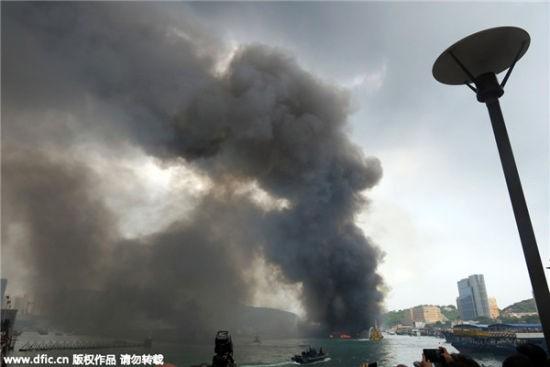 Hỏa hoạn kinh hoàng tại cảng Hong Kong, 10 tàu cháy rụi, 5 người bị thương - anh 4