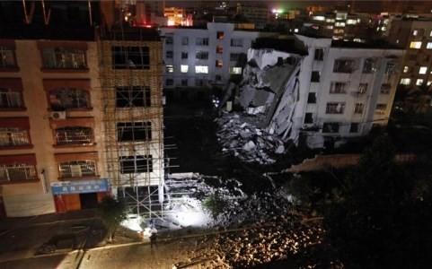 Hiện trường nát vụn sau vụ nổ bom liên hoàn ở Trung Quốc - anh 6
