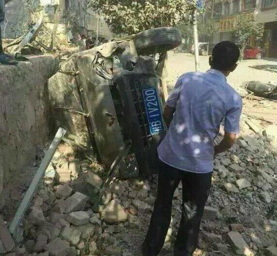 Hiện trường nát vụn sau vụ nổ bom liên hoàn ở Trung Quốc - anh 10