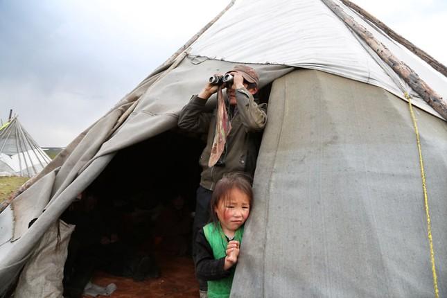 Khám phá cuộc sống của dân du mục Tsaatan ở Mông Cổ - anh 6