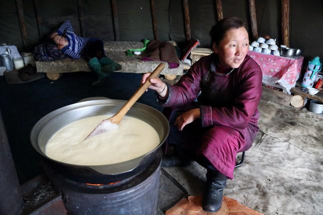 Khám phá cuộc sống của dân du mục Tsaatan ở Mông Cổ - anh 8