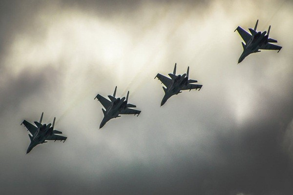 Tiêm kích Nga phá hủy 27 cứ điểm tối quan trọng của IS tại Syria - anh 1
