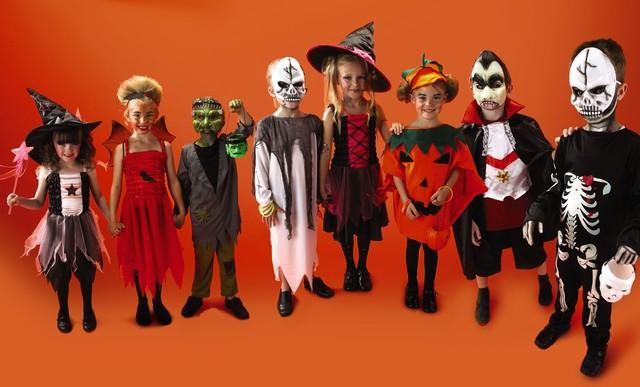 Muôn cách hóa trang Halloween đầy kinh dị trên thế giới - anh 1