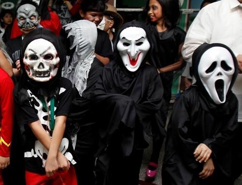 Muôn cách hóa trang Halloween đầy kinh dị trên thế giới - anh 2
