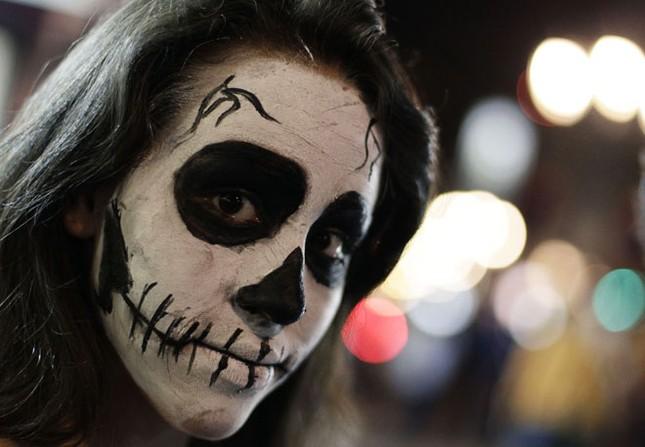 Muôn cách hóa trang Halloween đầy kinh dị trên thế giới - anh 3
