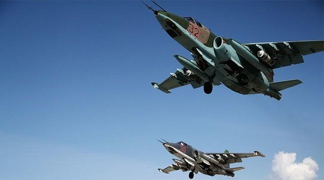 Cường kích Nga dội bom phá hủy hàng loạt căn cứ quân sự IS - anh 1