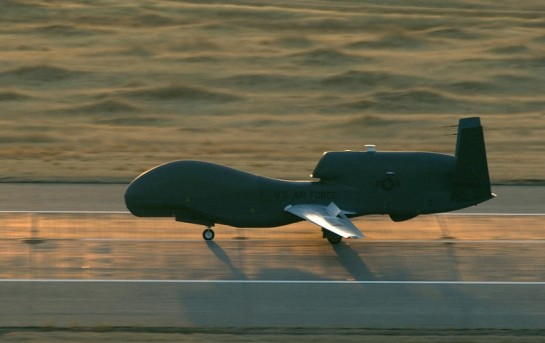 Mỹ chế tạo máy bay không người lái tự biến mất khi gặp ánh sáng Mặt trời - anh 1