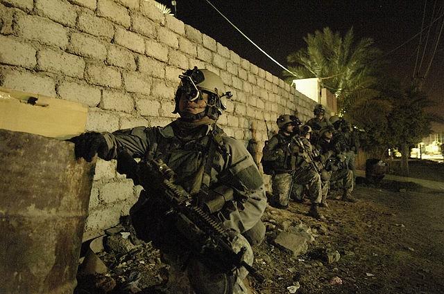 Tình tiết cuộc đột kích giải cứu 70 con tin khỏi tay IS của đặc nhiệm Mỹ - anh 5