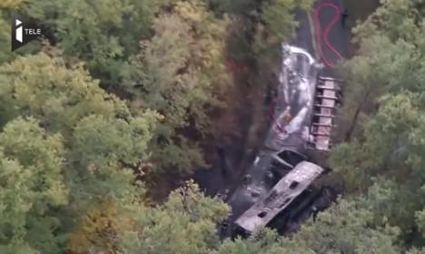 Pháp: Tai nạn thảm khốc trên đường cao tốc, ít nhất 42 người chết - anh 1