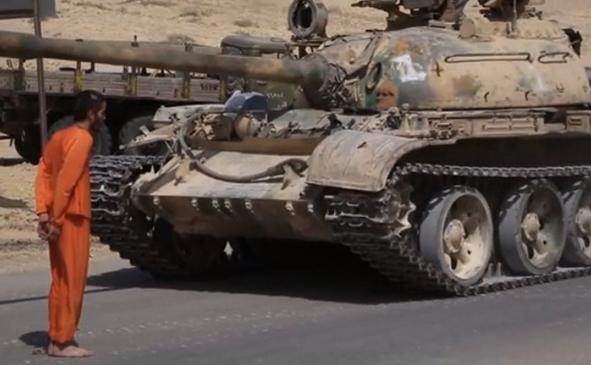 IS tung video hành quyết tù nhân bằng xe tăng - anh 1
