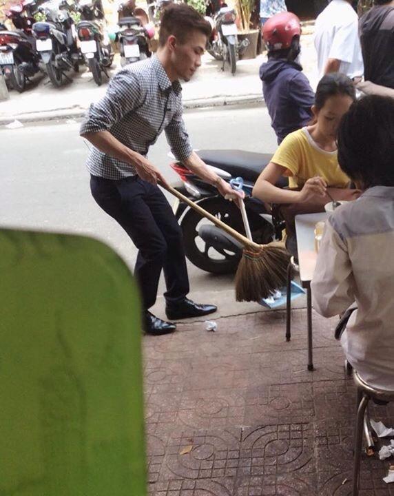Kenny Sang rửa chén, quét dọn rúng động cộng đồng mạng - anh 4