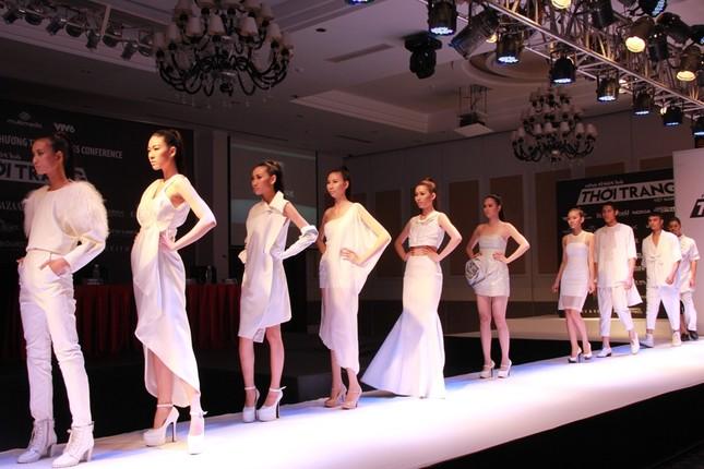 Công nghiệp thời trang vẫn loanh quanh chuyện đạo mẫu váy - anh 5