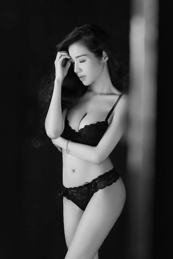 Hot: Elly Trần tung ảnh nội y đánh dấu sự trở lại - anh 3