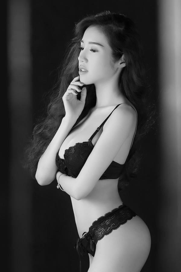 Hot: Elly Trần tung ảnh nội y đánh dấu sự trở lại - anh 4