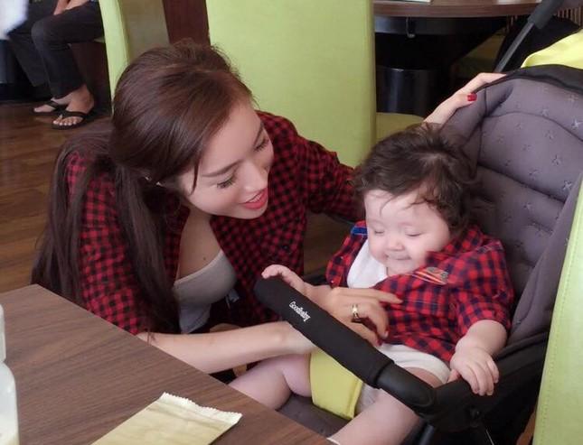 Ngất ngây bộ ảnh Elly Trần và con gái đón giáng sinh - anh 3