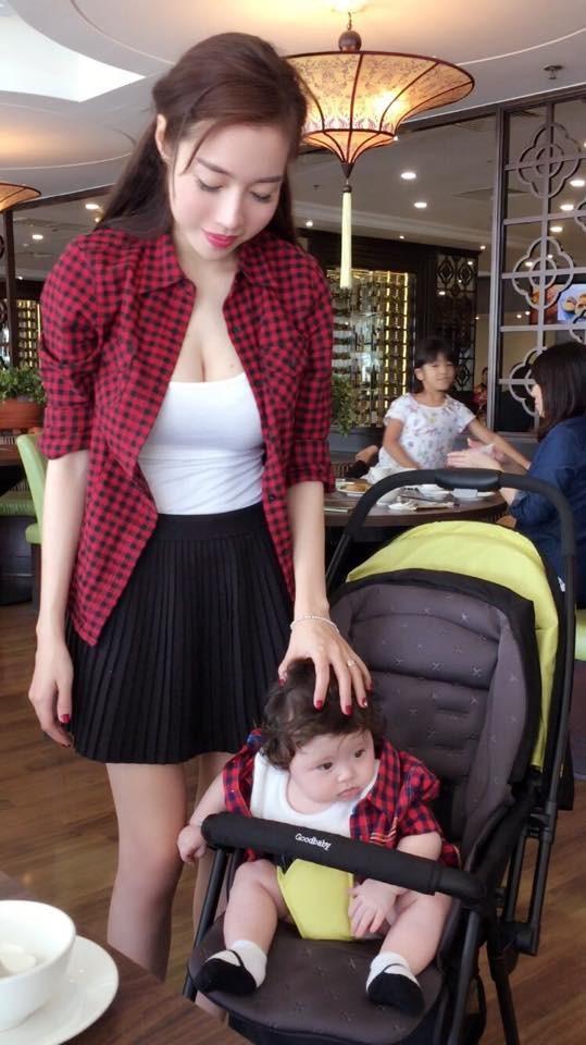 Ngất ngây bộ ảnh Elly Trần và con gái đón giáng sinh - anh 2