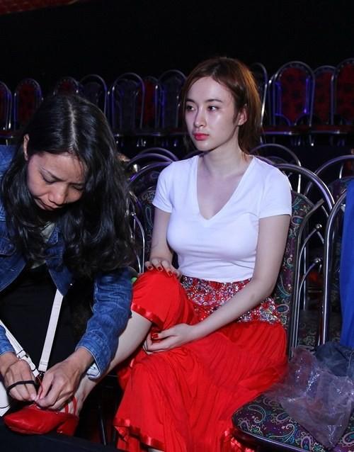 Angela Phương Trinh khóc lóc, tiều tụy sau scandal tình - tiền với bác sĩ Chiêm Quốc Thái - anh 1