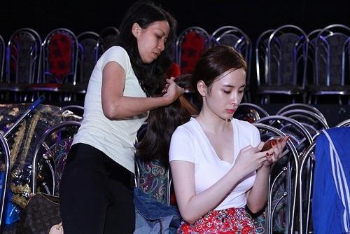 Angela Phương Trinh khóc lóc, tiều tụy sau scandal tình - tiền với bác sĩ Chiêm Quốc Thái - anh 6