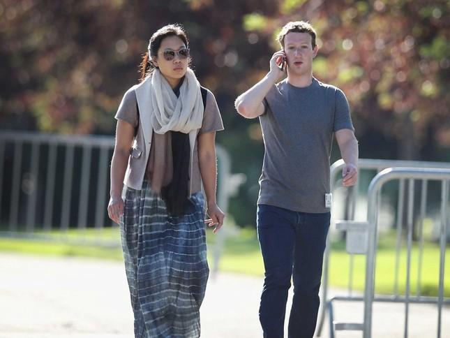 Tại sao ông chủ Facebook mãi chỉ mặc một chiếc áo phông? - anh 3