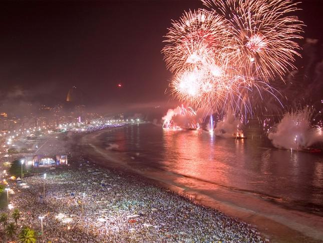 'Bữa tiệc' đón năm mới 2015 trên thế giới như thế nào? - anh 1