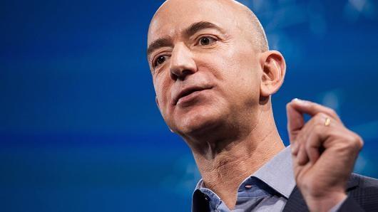 Ông chủ Amazon kiếm 1,5 triệu USD mỗi ngày từ khi sinh ra? - anh 1