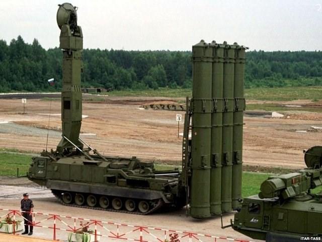 Nga bán 'rồng lửa' S-300 cho Iran, Mỹ tức tối - anh 1