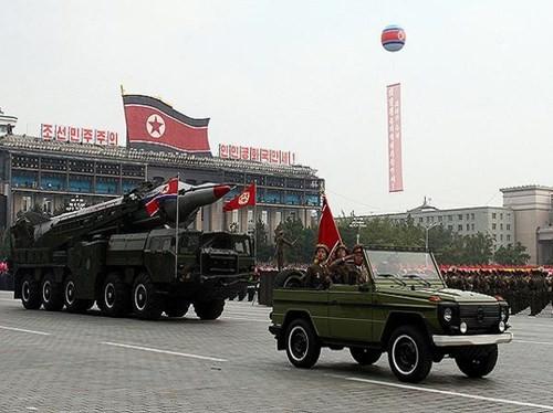 """Triều Tiên chi mạnh tay cho quốc phòng bất chấp kinh tế """"ốm yếu"""" - anh 1"""