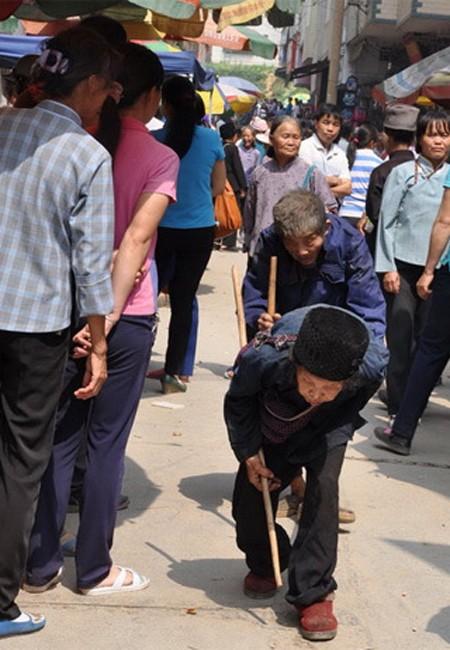 Chuyện tình già: 30 năm dẫn chồng mù đi khắp thế gian - anh 2