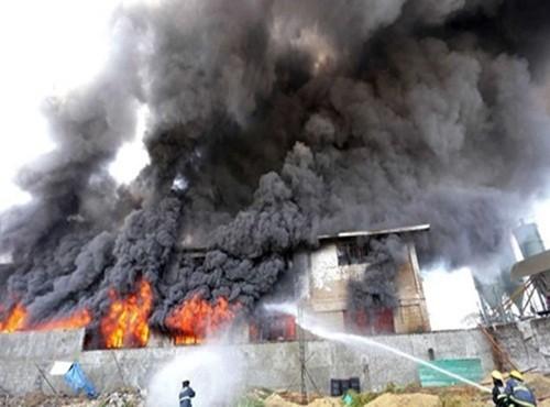 Philippines: Hỏa hoạn thêu trụi xưởng giày dép, gần 100 người thương vong - anh 1