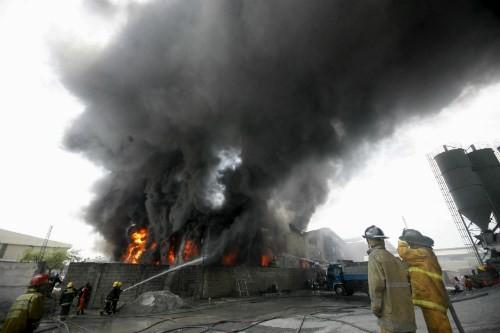 Philippines: Hỏa hoạn thêu trụi xưởng giày dép, gần 100 người thương vong - anh 2