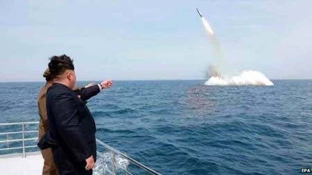 """Mỹ - Hàn """"bắt tay"""" tìm kế """"trị"""" tên lửa Triều Tiên - anh 1"""