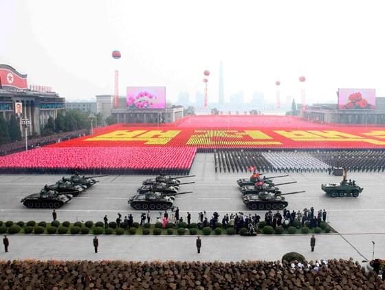 """Triều Tiên sẽ tổ chức duyệt binh lớn, """"khoe"""" giàn vũ khí mới - anh 1"""