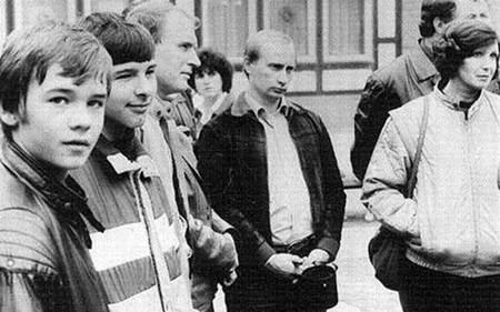 """Tiết lộ quãng đời """"nằm vùng"""" làm điệp viên của Tổng thống Nga Putin - anh 1"""
